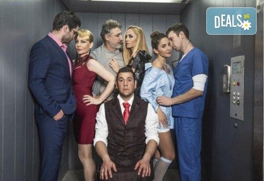 Премиера за сезона! Гледайте комедията Направо от асансьора, на 19.06., от 19:00 ч, Театър Сълза и Смях, 1 билет - Снимка 1