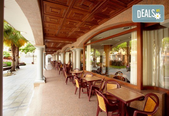 На море в Испания със Z Tour! Самолетен билет, 7 нощувки със закуски и вечери в хотел 3* в Малграт де Мар, летищни такси и трансфери! - Снимка 11