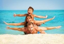 На море в Испания със Z Tour! Самолетен билет, 7 нощувки със закуски и вечери в хотел 3* в Малграт де Мар, летищни такси и трансфери! - Снимка