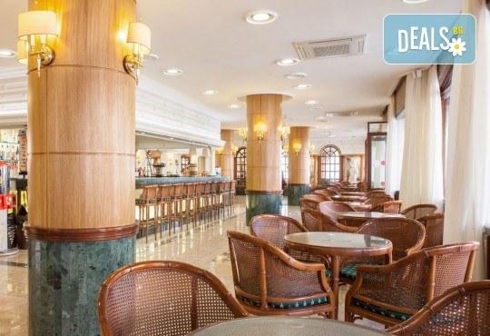 На море в Испания със Z Tour! Самолетен билет, 7 нощувки със закуски и вечери в хотел 3* в Малграт де Мар, летищни такси и трансфери! - Снимка 13
