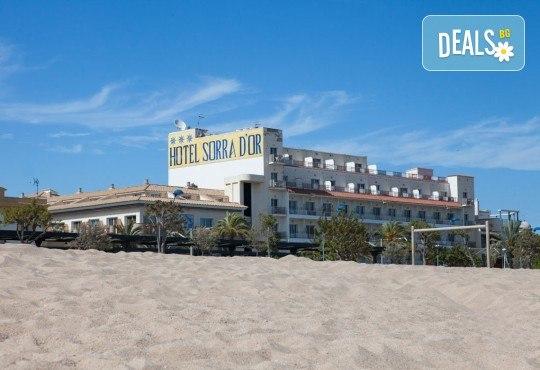 На море в Испания със Z Tour! Самолетен билет, 7 нощувки със закуски и вечери в хотел 3* в Малграт де Мар, летищни такси и трансфери! - Снимка 5