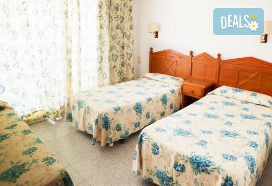 Изпратете лятото с почивка в Испания, Малграт де Мар! Самолетен билет, 7 нощувки със закуски и вечери в хотел 3*, летищни такси и трансфери! - Снимка 6