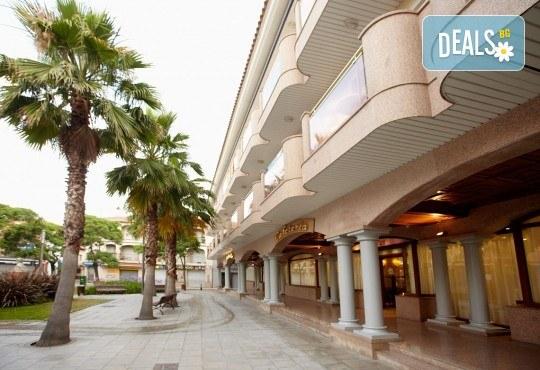 Изпратете лятото с почивка в Испания, Малграт де Мар! Самолетен билет, 7 нощувки със закуски и вечери в хотел 3*, летищни такси и трансфери! - Снимка 4