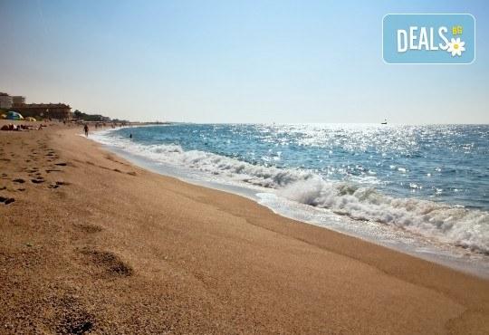Изпратете лятото с почивка в Испания, Малграт де Мар! Самолетен билет, 7 нощувки със закуски и вечери в хотел 3*, летищни такси и трансфери! - Снимка 2