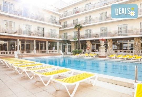 Изпратете лятото с почивка в Испания, Малграт де Мар! Самолетен билет, 7 нощувки със закуски и вечери в хотел 3*, летищни такси и трансфери! - Снимка 15