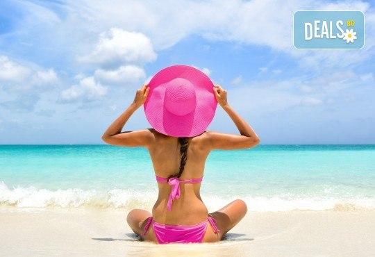 На плаж в слънчева Гърция през юни или юли! Транспорт до Амолофи бийч, Неа Перамос, и екскурзовод от Глобул Турс! - Снимка 1