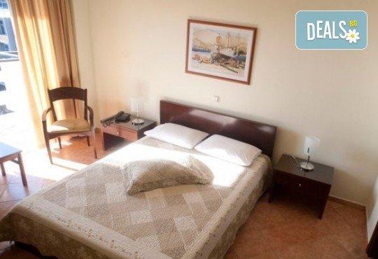 На плаж в Кавала, Амолофи Бийч и Неа Ираклица, Северна Гърция! 1 нощувка със закуска в Hotel Oceanis 3* в Кавала, транспорт и обиколка в Кавала - Снимка 6