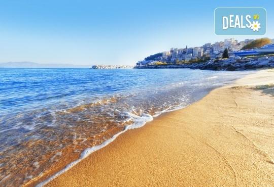 На плаж в Кавала, Амолофи Бийч и Неа Ираклица, Северна Гърция! 1 нощувка със закуска в Hotel Oceanis 3* в Кавала, транспорт и обиколка в Кавала - Снимка 2