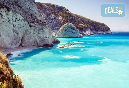 Лятна почивка на остров Лефкада, Гърция! 5 нощувки със закуски, транспорт, пътни и магистрални такси, водач от Далла Турс! - Снимка 1