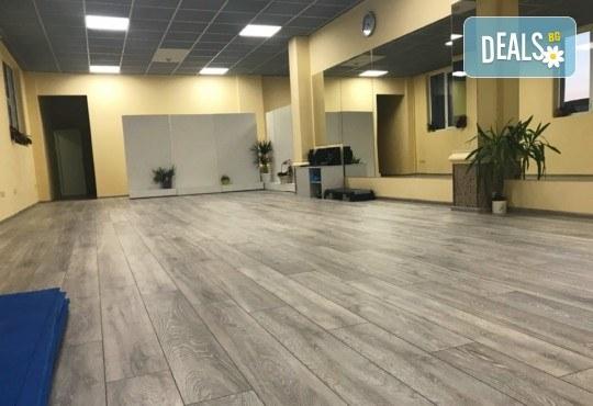 Студио за аеробика и танци Фейм - 4 тренировки по избор от йога стречинг, комбинирана гимнастика, Body Shape, Fat Burning - Снимка 6