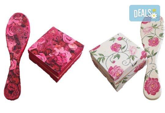 Дървена кутийка за бижута, изработена чрез техниката декупаж с парфюм Българска роза или изящна четка за коса от Хартиен свят! - Снимка 1