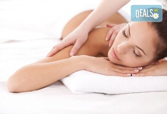 Шведски масаж на цяло тяло - мощна комбинация от 6 вида масаж + бонус: точков масаж на лице и глава, минерална вода и кафе и 10% отстъпка от всички процедури в салон Женско царство! - Снимка 3