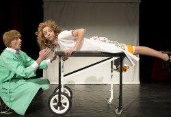 На 26-ти юни (сряда) гледайте комедията на Теди Москов Аз обичам, ти обичаш, тя обича в Малък градски театър Зад канала! - Снимка