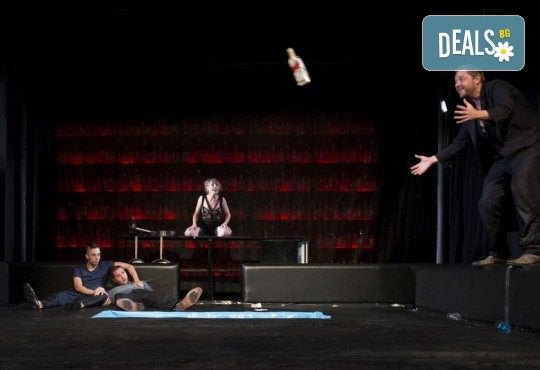Комедията Пияните с Весела Бабина, Геро и Анастасия Лютова на 30-ти юни (неделя) в Малък градски театър Зад канала! - Снимка 13
