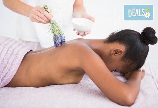 Отпуснете се със 70-минутен ароматерапевтичен масаж на цяло тяло с масла от лавандула и бонус: масаж на ходила и точков масаж на лице и глава в Женско Царство! - Снимка 1