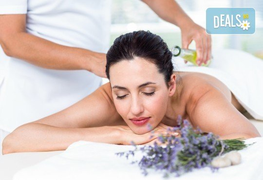 Отпуснете се със 70-минутен ароматерапевтичен масаж на цяло тяло с масла от лавандула и бонус: масаж на ходила и точков масаж на лице и глава в Женско Царство! - Снимка 2