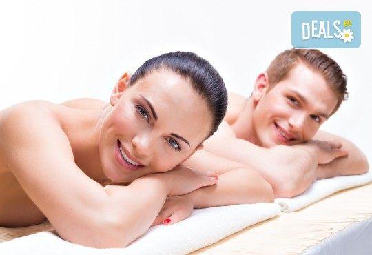 Синхронен масаж за двойки или приятели на цяло тяло със злато, ядки или плодова салата, чай или вино + бонус: точков масаж на лице и глава в Женско царство! - Снимка 3