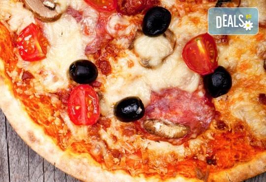 Апетитно и изгодно предложение! Вземете вкусна пица по Ваш избор oт Hubi-Brothers в Княжево! - Снимка 3