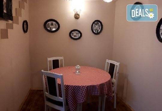 Апетитно и изгодно предложение! Вземете вкусна пица по Ваш избор oт Hubi-Brothers в Княжево! - Снимка 6