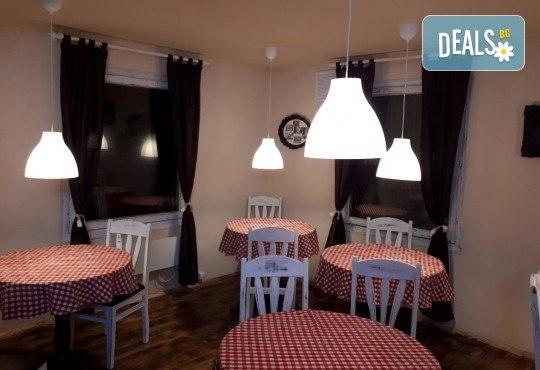 Апетитно и изгодно предложение! Вземете вкусна пица по Ваш избор oт Hubi-Brothers в Княжево! - Снимка 9