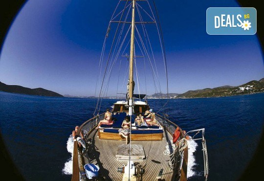 Време е за море, слънце и морски приключения! Добре дошли на борда на круиз в Райския залив край Созопол - 4 часа, с разхлаждаща напитка, слънчеви бани, плуване! - Снимка 5