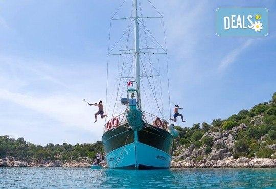 Време е за море, слънце и морски приключения! Добре дошли на борда на круиз в Райския залив край Созопол - 4 часа, с разхлаждаща напитка, слънчеви бани, плуване! - Снимка 3