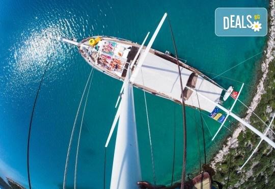 Време е за море, слънце и морски приключения! Добре дошли на борда на круиз в Райския залив край Созопол - 4 часа, с разхлаждаща напитка, слънчеви бани, плуване! - Снимка 4
