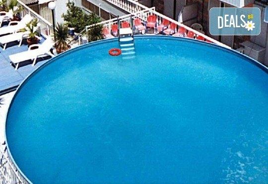 Почивка през юли или август в Hotel Orea Eleni 3*, Паралия Катерини, Гърция! 5 нощувки със закуски, транспорт и включена застраховка! - Снимка 8