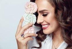 Красива и блестяща усмивка! Поставяне на зъбно бижу в Deckoff Dental! - Снимка