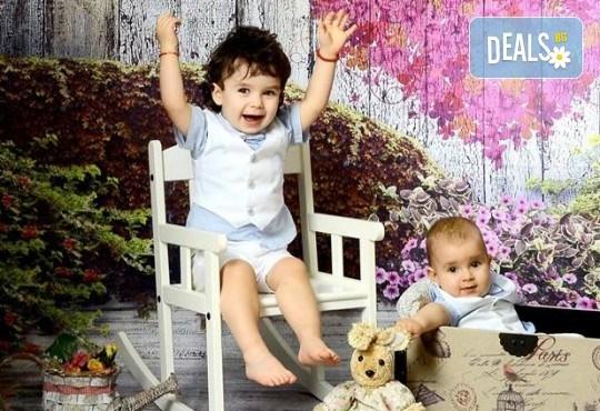 Красиви мигове! Студийна фотосесия за дете или цялото семейство и подарък: фотокнига от Photosesia.com! - Снимка 4