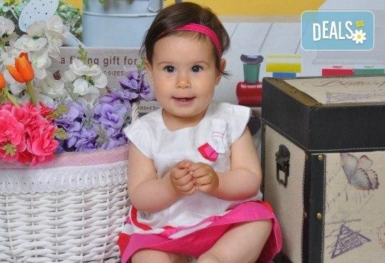 Красиви мигове! Студийна фотосесия за дете или цялото семейство и подарък: фотокнига от Photosesia.com! - Снимка 5