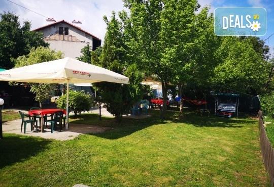 Почивка в Добринище! 1 нощувка със закуска и вечеря в къща за гости Андрееви, отстъпка за ползване на минерален басейн! - Снимка 7