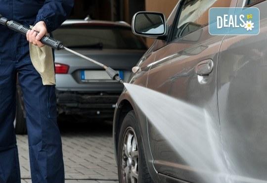 Комплексно почистване на лек автомобил - външно и вътрешно измиване в Автоцентър NON-STOP в Красно село! - Снимка 1