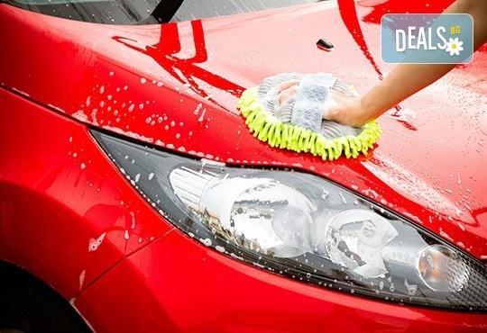Цялостно външно и вътрешно почистване на лек автомобил и полиране на фарове в Автоцентър NON-STOP в Красно село! - Снимка 1