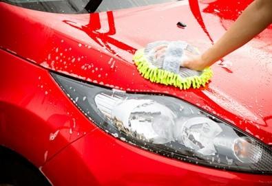 Цялостно външно и вътрешно почистване на лек автомобил и полиране на фарове в Автоцентър NON-STOP в Красно село! - Снимка