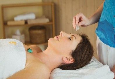 Лечебната сила на кристалите! 100-минутен луксозен СПА пакет Hot Stone с кристали и топли камъни, шоколадов пилинг и кралски масаж на цяло тяло, лице, глава и рефлексотерапия в Wellness Center Ganesha Club! - Снимка