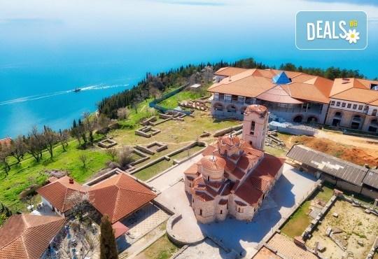 Мини почивка край Охридското езеро: 3 нощувки и закуски, транспорт и водач