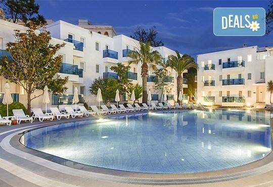 Почивка в Кушадасъ, Турция, през септември или октомври! 7 нощувки на база Ultra All Inclusive в хотел Le Bleu 5*, възможност за транспорт - Снимка 1