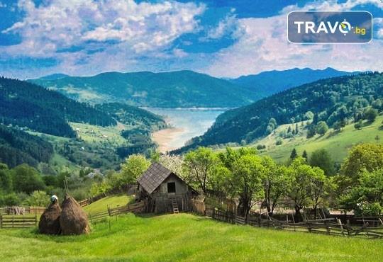 Септемврийски празници в Букурещ и Синая, Румъния! 2 нощувки със закуски, транспорт, екскурзовод и възможност за посещение на замъка в Бран и Брашов! - Снимка 12