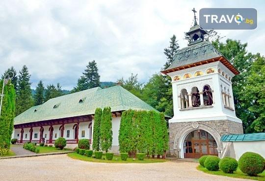 Септемврийски празници в Букурещ и Синая, Румъния! 2 нощувки със закуски, транспорт, екскурзовод и възможност за посещение на замъка в Бран и Брашов! - Снимка 7