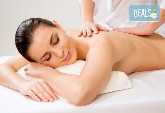 Релаксирайте с 60-минутен класически, болкоуспокояващ или арома масаж и зонотерапия с натурални етерични масла в Студио Extravagance - Снимка 1