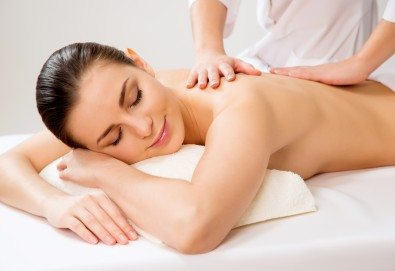 Релаксирайте с 60-минутен класически, болкоуспокояващ или арома масаж и зонотерапия с натурални етерични масла в Студио Extravagance - Снимка