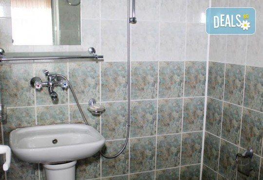 Почивка в Добринище! 1 нощувка със закуска в къща за гости Андрееви, отстъпка за ползване на минерален басейн - Снимка 13