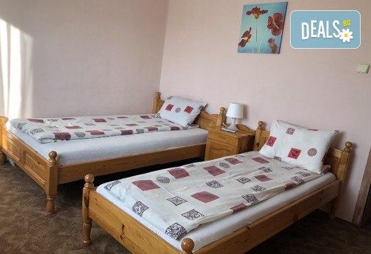 Почивка в Добринище! 1 нощувка със закуска в къща за гости Андрееви, отстъпка за ползване на минерален басейн - Снимка 11