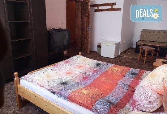 Почивка в Добринище! 1 нощувка със закуска в къща за гости Андрееви, отстъпка за ползване на минерален басейн - Снимка 9