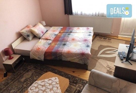 Почивка в Добринище! 1 нощувка със закуска в къща за гости Андрееви, отстъпка за ползване на минерален басейн - Снимка 8