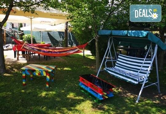 Почивка в Добринище! 1 нощувка със закуска в къща за гости Андрееви, отстъпка за ползване на минерален басейн - Снимка 26