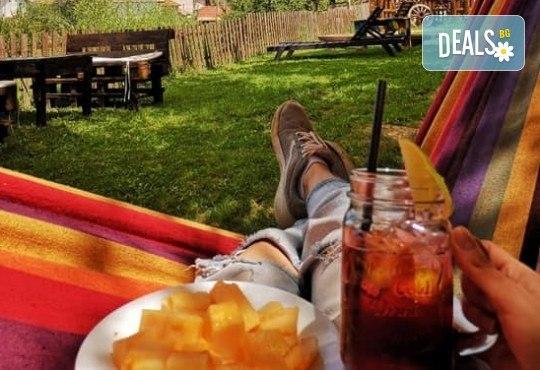 Почивка в Добринище! 1 нощувка със закуска в къща за гости Андрееви, отстъпка за ползване на минерален басейн - Снимка 27