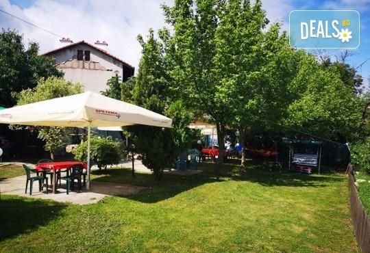 Почивка в Добринище! 1 нощувка със закуска в къща за гости Андрееви, отстъпка за ползване на минерален басейн - Снимка 23