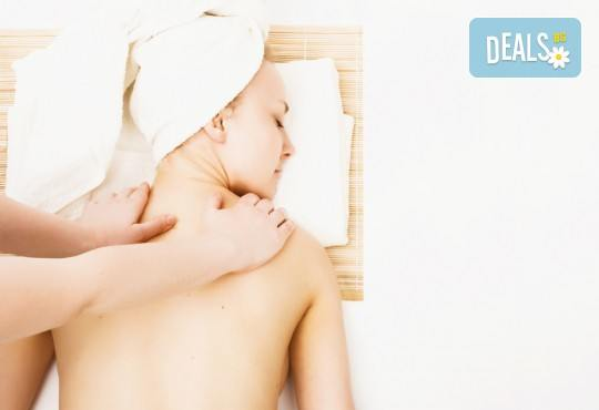 Релаксиращ или тонизиращ масаж на цяло тяло с масла от лавандула и ментол + хидромасажна вана за стъпала с лавандулови соли в Senses Massage & Recreation - Снимка 3